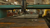 découpe laser : Plasma cutting machine, close-up, industry and production, slow motion, manufacture Vidéos Libres De Droits