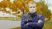 лихорадка : sick or healthy man wearing surgical procedure mask due to Influenza flu virus