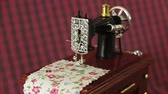 сшивание : Sewing machine model is in action with dreamy effect Стоковые видеозаписи