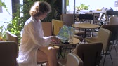 koktajl : Beautiful girl with a laptop working in cafe. Business woman working outdoor. Freelancing background. Working woman freelancer close up