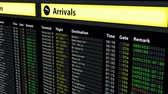 замедленный : Flight schedule board at airport, travel information, arrivals and departures