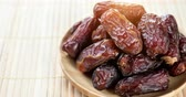 oriente médio : Pile of fresh dried date fruits, 4k footage video. Stock Footage