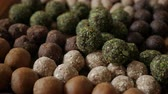 trufas : Healthy snack Organic Dates oatmeal energy balls with green tea, Cocoa, Nuts. Vídeos