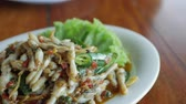 picante : Al estilo tailandés Stir Fried Spicy Razor Clams o Hoi Lord Pad Cha.