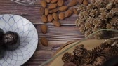 aveia : Healthy organic date energy balls with dark chocolate, dried fruits and nuts. Food for healthy lifestyle. Vídeos