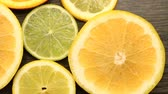 centymetr : Fresh citrus fruits. Rotation Video footage of the concept of healthy eating and diet. Spinning sliced ??oranges, lime, lemon, grapefruit