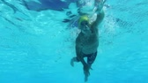 antreman : Underwater Man Swimming In Pool  Stok Video