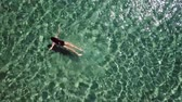 Сейшельские : Girl in a black swimsuit swims in the sea. Стоковые видеозаписи