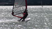 surfe : Windsurfer navigating on a lake in Italy