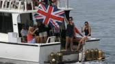 denizci : People on a boat attend Americas Cup World Series in Hamilton, Bermuda, waving a Great Britain flag