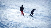 быстро : Skiers Passing On Slope