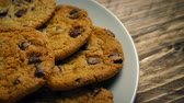 událost : Big Plate Of Cookies On Kitchen Table