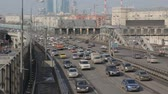 sıkışmış : A time lapse of a highway with heavy day city traffic and a car jam