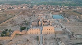 palmeiras : Landscape view  of Nile river, Karnak Temple and city of Luxor in Egypt