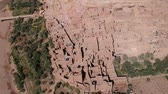 археология : Flying near Ait-Ben-Haddou at Morocco with Drone - Ait-Ben-Haddou from above Стоковые видеозаписи