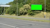 anlamlı : billboard by the busy road in the suburb - green screen Stok Video