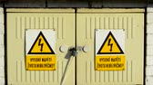 aviso : Locked electrical boxes with high voltage sign - lethal - close up