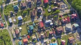 Panoramic Aerial view over on residential houses in the countryside, yards and suburban communities in residential neighborhoods Стоковые видеозаписи
