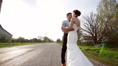 manmetro : Bride and groom embrace on the road