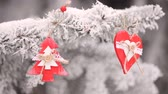 koraliki : red Wooden Christmas toys heart and fir-tree hanging on the branches of the snowly Christmas tree. video motion hd Wideo