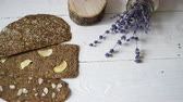 пористый : Bread with flaxseeds and almonds on a white wooden background. Useful dietary raw bread vegan breakfast without yeast