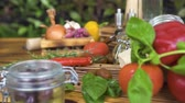 песто : Colorful vegetables composition on wooden table. Fresh vegetable for cooking healthy and diet food. Delisious ingredients for pasta, pizza, pesto preparation. Italian and mediterranean cuisine concept.