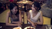 khaosan : Traveler backpacker Asian women lesbian lgbt couple travel in Bangkok, Thailand. Female drinking alcohol or beer with friends and having party at The Khao San Road. Stock Footage