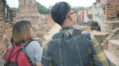 net getrouwd : Traveler Asian couple spending holiday trip at Ayutthaya, Thailand, backpacker sweet couple enjoy their journey at amazing landmark in traditional city. Lifestyle couple travel holidays concept.