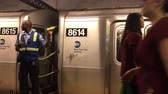 фонарик : New York, June 17, 2017: MTA employee is waiving his flashlight on a subway platform as passengers disembark and board a subway train. Стоковые видеозаписи