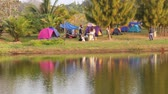 fogueira : Group of people enjoy tent camp beside natural lake