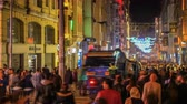 rozdělit : Taksim, Istanbul  Turkey - November 19 2017: View of Istiklal Street at night. Time lapse video