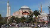 bizantino : Hagia Sophia Church Museum a sunny day and peoples. Istanbuls popular touristic destination of Sultanahmet Square. Turkey