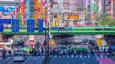 cultura japonesa : Crossing at Shinjuku west side 4K time lapse middle shot