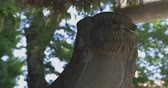 буддист : Statue guardian dog at Japanese shrine in Tokyo traditional culture