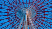 karnawał : Ferris wheel behind the blue sky in Odaiba Tokyo time lapse middle shot Wideo