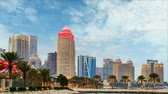 западный : Skyline of modern city of Doha in Qatar, Middle East. - Dohas Corniche in West Bay, Doha, Qatar Стоковые видеозаписи
