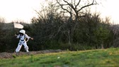 roket : Two adorable children, boy brothers, playing in park on sunset, dressed like astronauts, imagining they are flying on the moon Stok Video