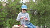 tronco : Cute child, having fun with easter eggs in the park, eating sweet bread