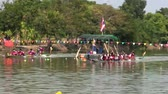 зажимное приспособление : Long Boat Race and Hoedown in Thailand -  PHETCHABURI, THAILAND - DECEMBER 6 2014: An annual long boat race and dance competition, is celebrated in Phechaburi, Thailand, on DECEMBER 6 2014. Blue and red teams compete.