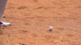 arremesso : Slow motion golfer hitting golf ball on bunker in hard shot to hole in golf course on summer holidays Vídeos