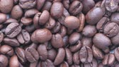 cafeína : Close up of fresh and raw coffee beans, top view