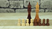 отставка : Chess big kings and small pawns