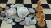 атрибут : River shells and chess