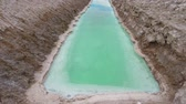 escavação : Pan Rectangular Pool With Turquoise Water For Extraction And Production Of Salt