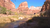 pináculo : Panning Shot Bottom Up Amazing Views Mountains With Red Rocks Zion Park USA Utah