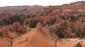 pináculo : Movement At High Point View At Bryce Canyon With Orange Red Mountains And Cliffs