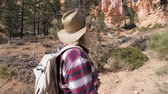 homokkő : A Tourist Woman Looks Up At The Great Rocks Of The Bryce Canyon And Pine Trees