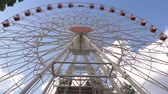 atlıkarınca : Big Ferris Wheel In The Park In Summer On A Sunny Day