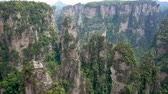 всемирного наследия : Avatar Mountains Of Zhangjiajie Forest Park With Stone Pillars Rock Formations Стоковые видеозаписи