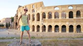 コロシアム : Little girl having fun in front of Colosseum in Rome, Italy. Kid spending childhood in Europe